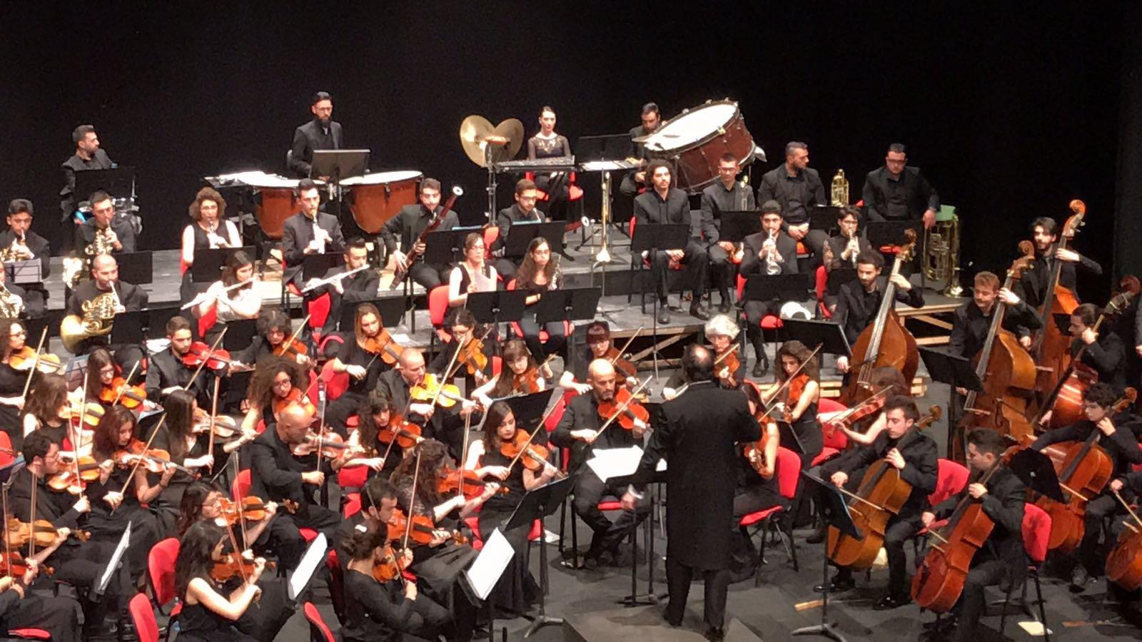 """L'Orchestra Sinfonica del Conservatorio """"S. Giacomantonio ..."""
