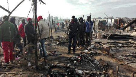 Incendio in tendopoli: distrutte 200 tra baracche e tende
