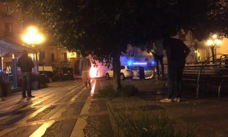 auto in fiamme lamezia terme piazza mercato vecchio