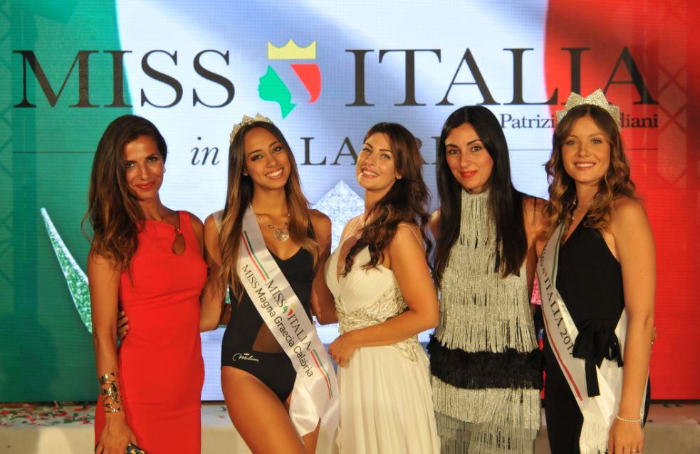 miss magna graecia chiara cipri con roberta morise, francesca testasecca, linda suriano e miss italia alice rachele arlanch