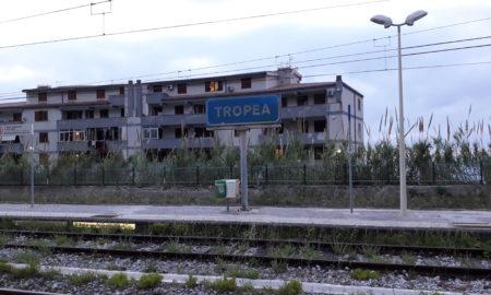 Tropea stazione, ferrovie dello stato italiane, trenitalia, sindaco tropea, giovanni macrì, bagni chiusi